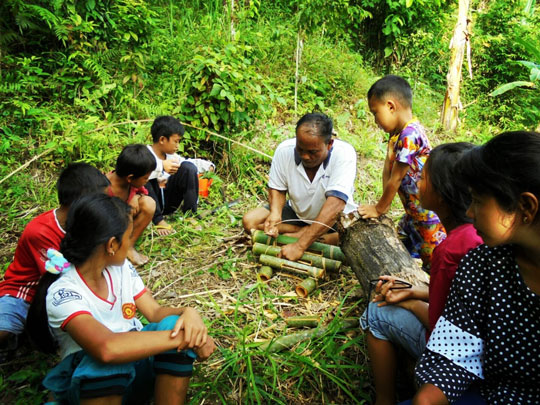 Mentawai cultural teacher shows students how to make traditional musical instruments