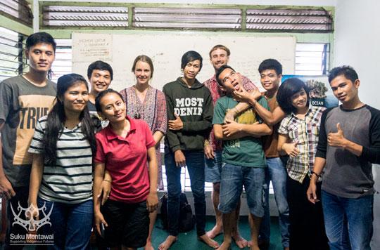 Di sekretariat Forum Mahasiswa Mentawai, pertemuan dengan Mentawai mahasiswa yang belajar di Padang