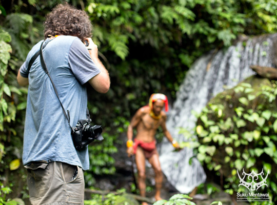 Fairfax photojournalist, Chris Hopkins, photographing Indigenous Mentawai, Siberut Island