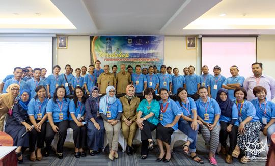 Suku Mentawai menghadiri acara lokakarya Peningkatan SDM Pariwisata di Padang, Sumatera Barat.