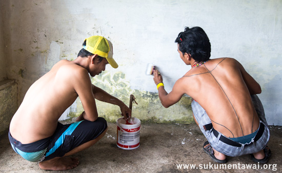 Yayasan PGPI Director and Manager giving the proposed office space a coat of paint