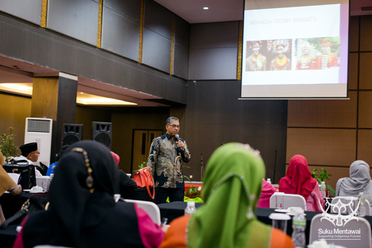 Andalas University Professor of social and political science, Pak Nursyirwan Effendi, comparing Mentawai and Minangkabau culture
